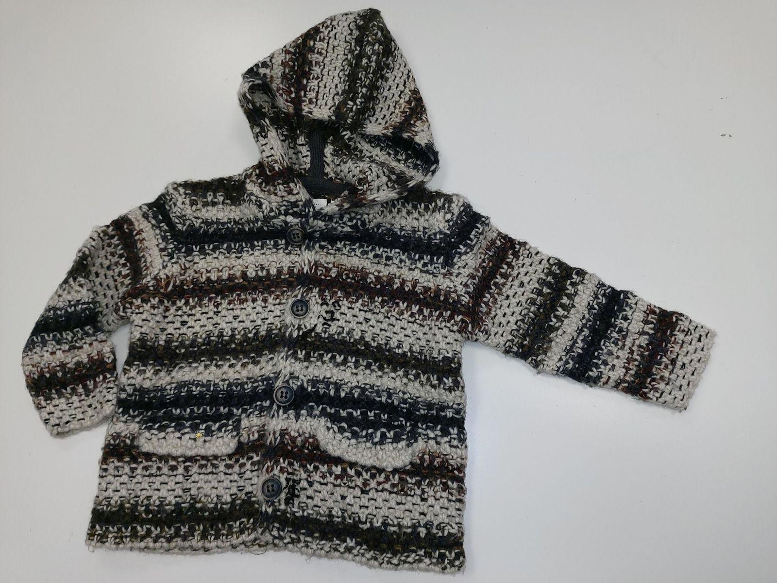 Zara magliocino con bottoni18/24mesi €12,00 13978