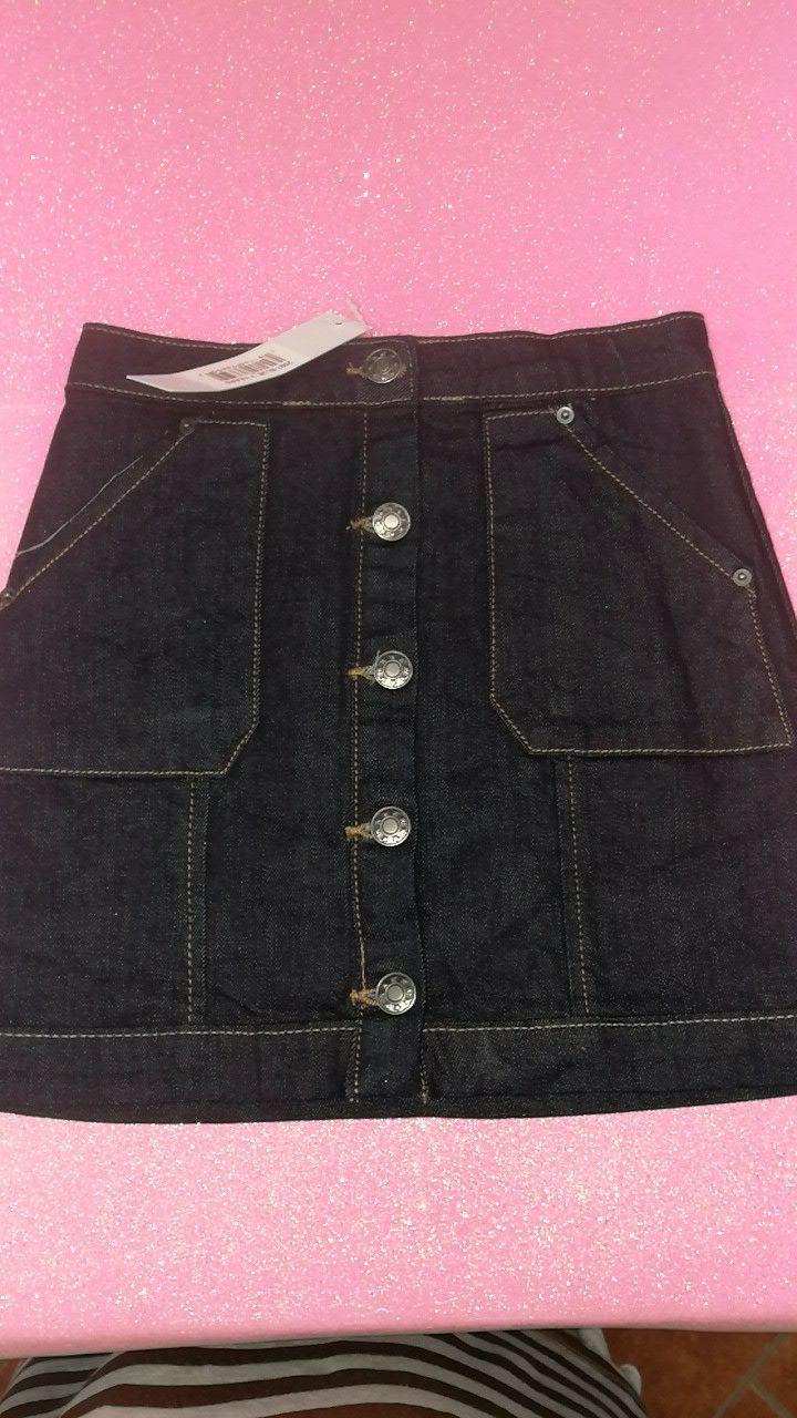 Nuova con cartellino In jeans  Chiusura con bottoni nel davanti in tutta la lunghezza 7 anni  € 9.50 029