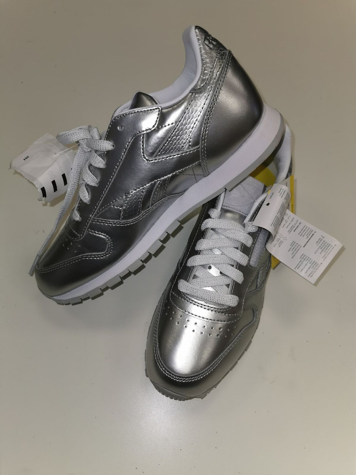 Reebok classic leather metallic N 35 4402 Euro 39,00