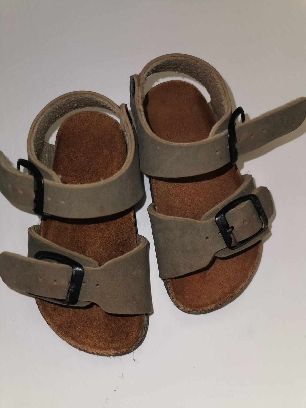 N 22.  6081 Sandalo € 10,00