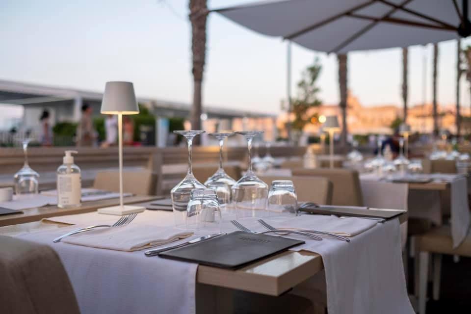 Finalmente riapriamo! 🎉  Siamo felici di tornare a cucinare piatti per voi  Siamo felici di sistemare i tavoli per voi   Siamo felici di poter curare ogni dettaglio per voi   Siamo felici di tornare a prenderci cura dei nostri clienti ❤️